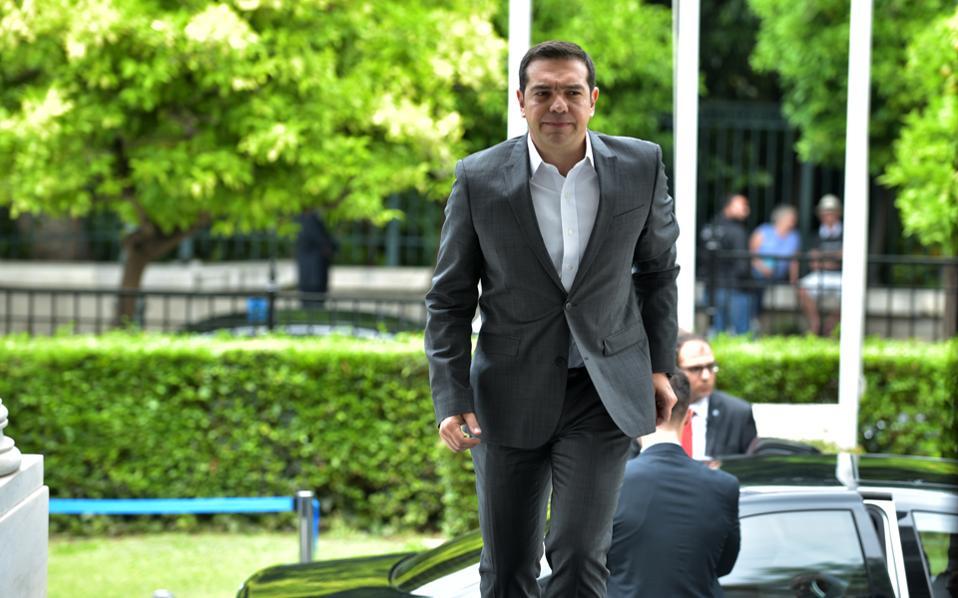 Ο πρωθυπουργός Αλέξης Τσίπρας επανέλαβε στους συνομιλητές του το συνολικό πλαίσιο της επιδιωκόμενης από την ελληνική πλευρά λύσης.