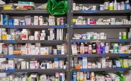 Οι συνταγογραφήσεις, τα γενόσημα, οι εκπτώσεις και η νομοθεσία κάνουν άνω-κάτω τις φαρμακοβιομηχανίες.