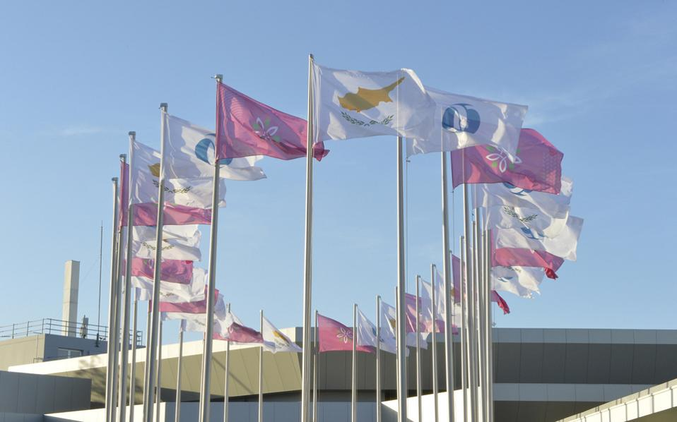 Σύμφωνα με την EBRD, «αγκάθια» για την κυπριακή οικονομία είναι τα υψηλά επίπεδα δανεισμού και τα επισφαλή δάνεια.