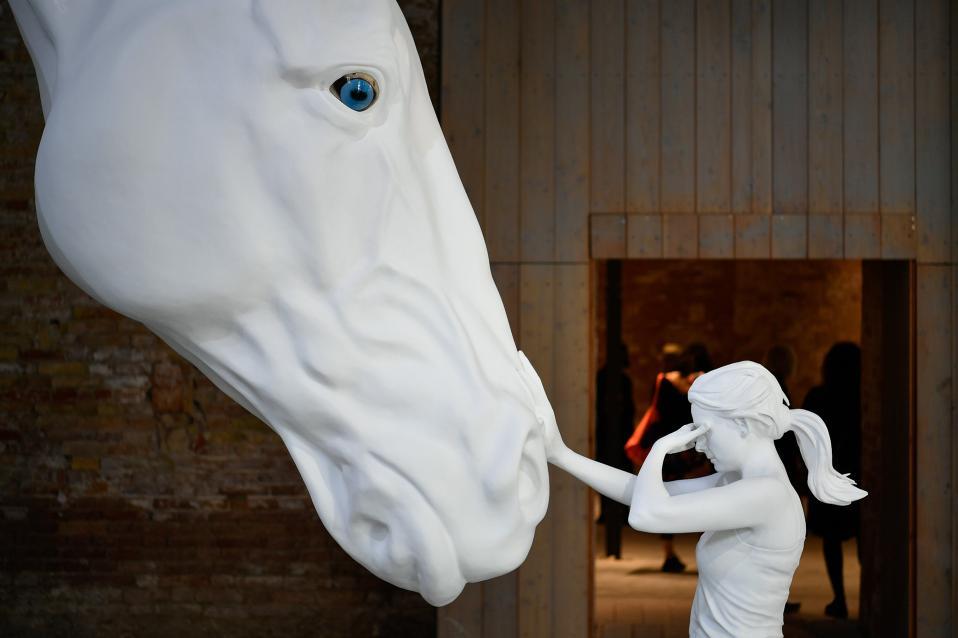 Επιτέλους ομορφιά. Μια από τις σημαντικότερες εκθέσεις του κόσμου, αυτή της Biennale της Βενετίας ανοίγει  της πύλες της για το κοινό. Στην φωτογραφία το περίπτερο της Αργεντινής  και το έργο της Claudia Fontes.  EPA/Zsolt Czegledi