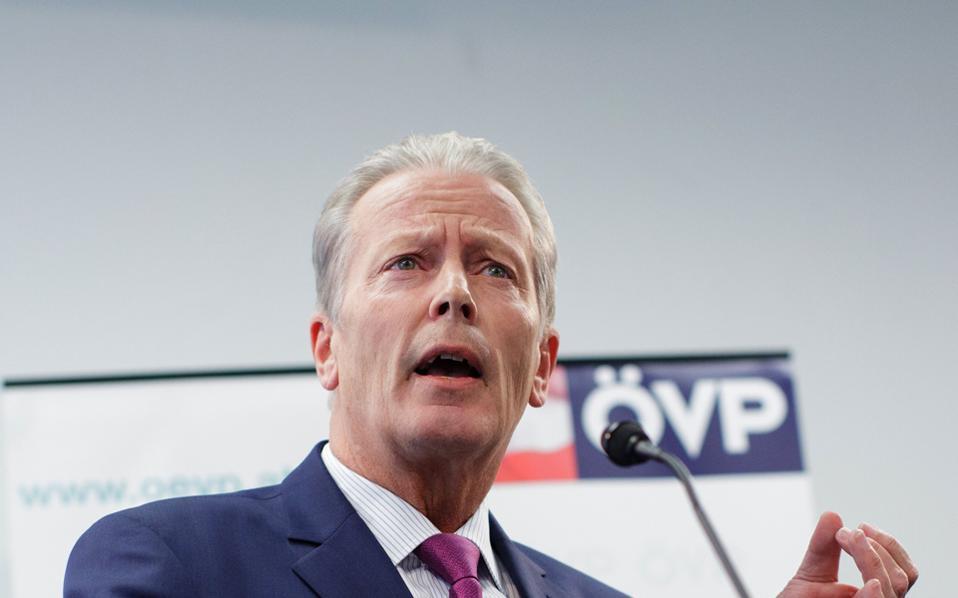 Ο 61χρονος Αυστριακός πολιτικός ανακοινώνει αιφνιδιαστικά την παραίτησή του.