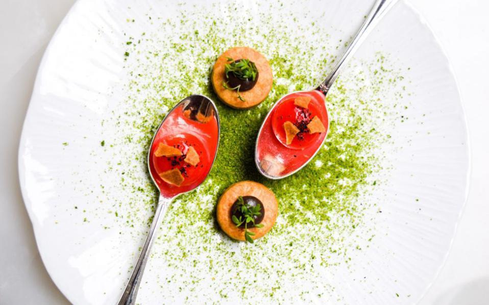 Ενα πολύ όμορφο πιάτο, απ' αυτά που συχνά ξεφυλλίζει κανείς σε εκδόσεις μαγειρικής. Τώρα το αν μαγειρεύεται, είναι άλλο θέμα...