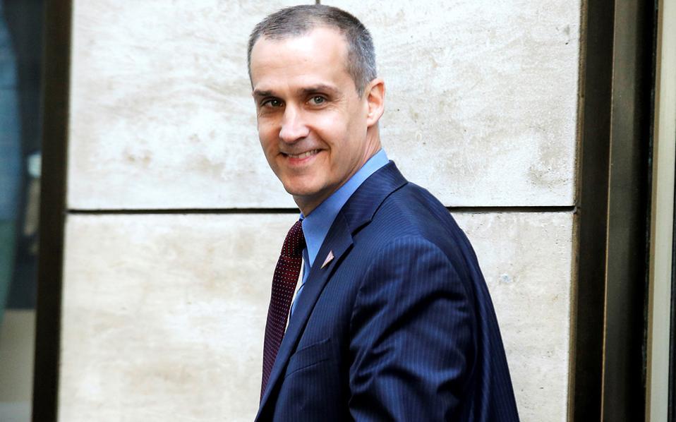 Μαζί με έναν βετεράνο της προεκλογικής εκστρατείας του Τραμπ, τον Μπάρι Μπένετ, και ένα στέλεχος πετρελαϊκής του Αζερμπαϊτζάν, ο Λεβαντόφσκι (φωτ.) ίδρυσε την Washington East West Political Strategies, που στοχεύει σε επιχειρηματικές και πολιτικές συμφωνίες στην Ανατολική Ευρώπη.