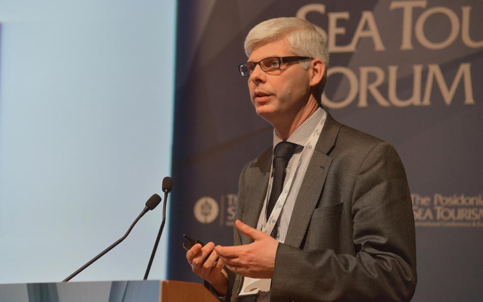 «Πιάνουμε σε περισσότερα από 25 λιμάνια σας. Η θέση της Ελλάδας στη Μεσόγειο είναι ένα βασικό πλεονέκτημα», λέει ο κ. Μισέλ Νεστούρ.