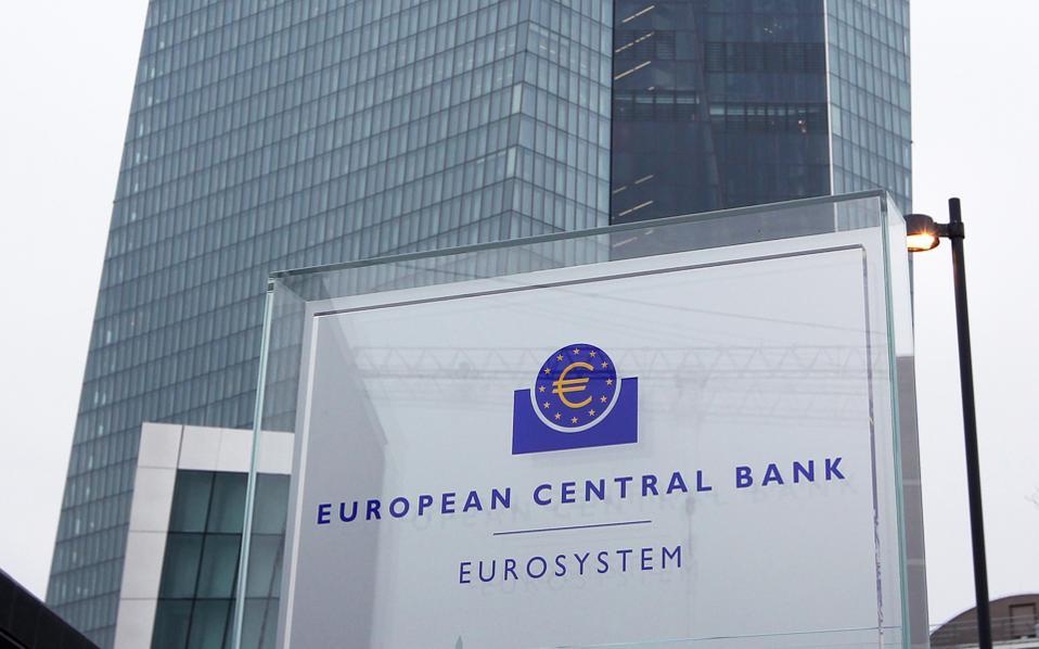 Πέρα από την επιστροφή του ΔΝΤ στο ελληνικό πρόγραμμα, ενδεχόμενη συμφωνία για την ελάφρυνση του χρέους θα ανοίξει τον δρόμο για την ένταξη των ελληνικών ομολόγων στο πρόγραμμα ποσοτικής χαλάρωσης της Ευρωπαϊκής Κεντρικής Τράπεζας.