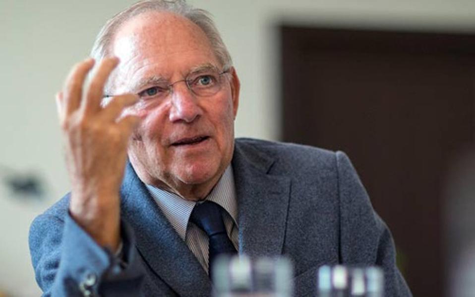 finanzminister-wolfgang-schaeuble-mischt-sich-in-diskussion-um-fluechtlingskosten-ein--thumb-large