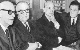 Από αριστερά, Γεώργιος Μαγκάκης, Γεώργιος Μαύρος, Παναγιώτης Κανελλόπουλος και Παναγής Παπαληγούρας στη δίκη της «Δημοκρατικής Αμυνας».