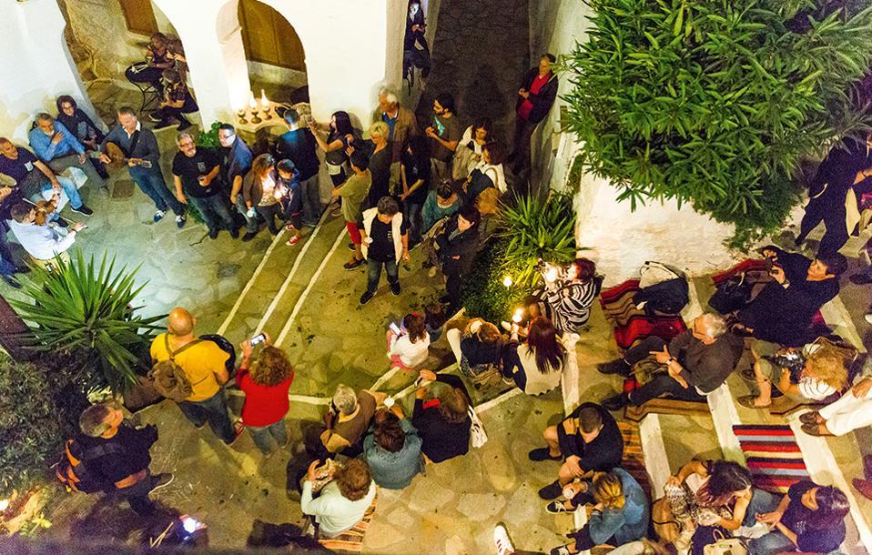 Στη γιορτή της λούζας, στα σοκάκια του Τριπόταμου. (Φωτογραφία: ΔΗΜΗΤΡΗΣ ΒΛΑΪΚΟΣ)