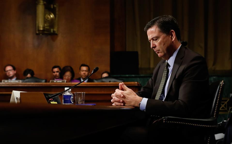 Σύμφωνα με συνεργάτες του τέως διευθυντή του FBI, ο Τζέιμς Κόουμι δεν πίστευε ότι ο πρόεδρος Τραμπ θα προχωρούσε στην απόλυσή του.