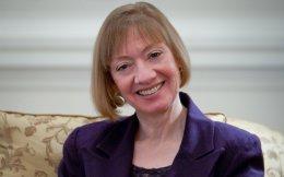 «Η σχέση εμπιστοσύνης μεταξύ κράτους - φορολογουμένου είναι πολύ σημαντική. Αν διαρραγεί, χρειάζεται πολύς χρόνος για να αποκατασταθεί», υπογραμμίζει η κ. Νίνα Ολσον.
