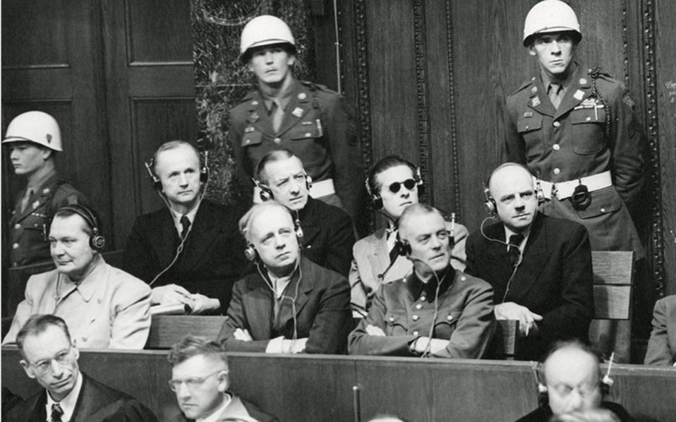 Πίσω από τα πεπραγμένα των μειζόνων εγκληματιών που οδηγήθηκαν στη Νυρεμβέργη (φωτ.), υπάρχουν πολλές άλλες δίκες, διάσπαρτες σε ιστορικά βιβλία.