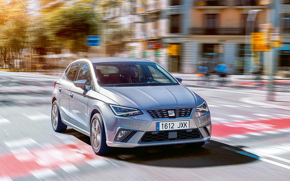 SEAT IBIZA, ARONA. Με το Ateca να τα πηγαίνει περίφημα και το ανανεωμένο Leon να κυκλοφορεί ήδη, μία από τις σημαντικότερες αφίξεις είναι αυτή του νέου Ibiza, που στη νέα του γενιά έχει μεγαλύτερους χώρους και πολύ καλά οδηγικά χαρακτηριστικά χάρη στη νέα πλατφόρμα του VW Group. Προς τα τέλη του χρόνου η SEAT θα αποκτήσει και ένα κόμπακτ SUV με την ονομασία Arona.