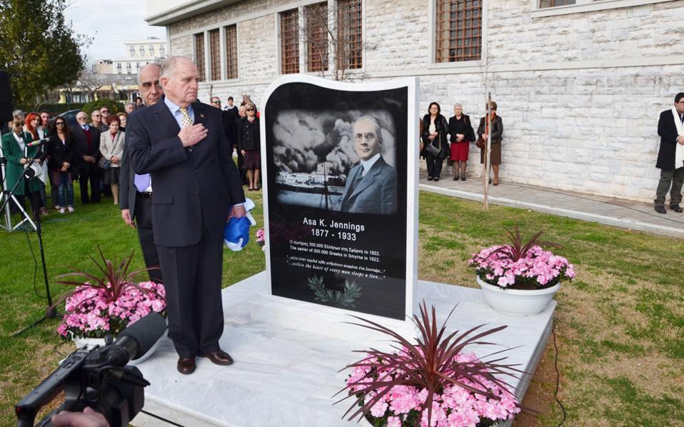 Τα αποκαλυπτήρια του μνημείου του Εϊσα Τζένινγκς (1877-1933) έγιναν, παρουσία του εγγονού του, το 2016 στο δημαρχείο του Βόλου.