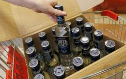 Οσοι καταναλώνουν πάνω από 30 μερίδες αλκοόλ την εβδομάδα, κινδυνεύουν περισσότερο να αποκτήσουν σημαντικές φθορές στον εγκέφαλο.
