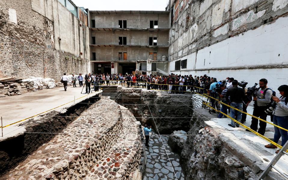 Τμήμα των θεμελίων ενός τεράστιου, στρογγυλού σε σχήμα, ναού που είχε αφιερωθεί στον Αζτέκο Θεό του αέρα Εχεκάτλ.