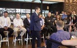 Με εργαζομένους στον χώρο της διανομής φαγητού, σε σούπερ μάρκετ και εταιρείες φύλαξης συναντήθηκε χθες ο Κυριάκος Μητσοτάκης.
