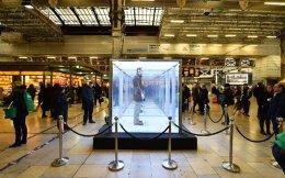 «Κουτί απομόνωσης» ονομάζεται η εικονιζόμενη εγκατάσταση που είχε τοποθετηθεί πριν από δύο χρόνια στον σταθμό Πάντιγκτον του Λονδίνου.