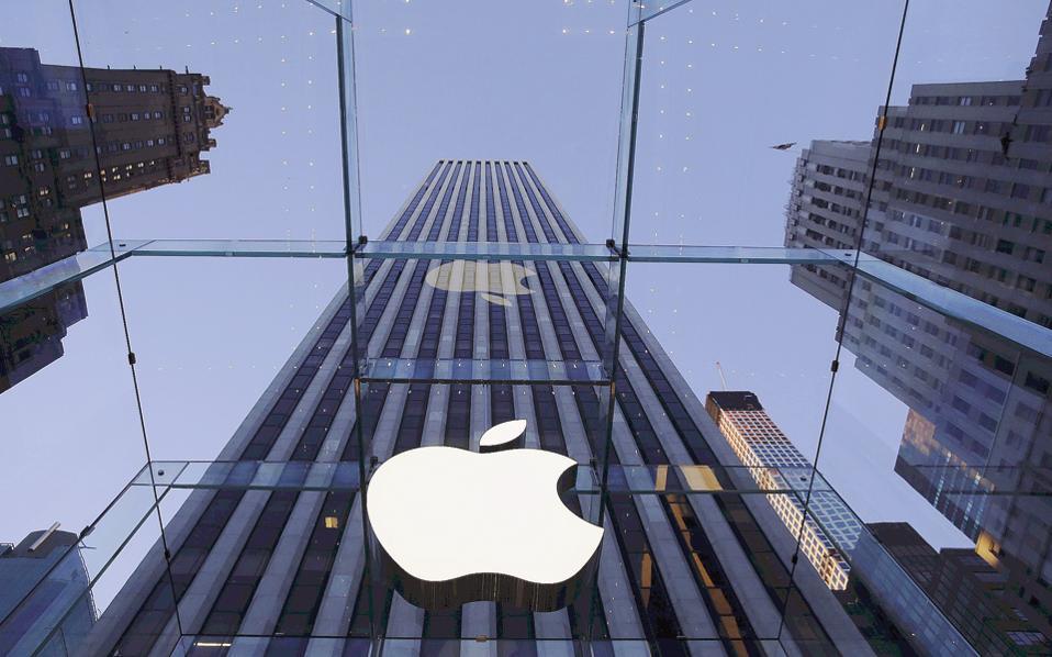 Οι επενδυτές προέβησαν χθες σε μαζικές πωλήσεις, λόγω της δραστικής πτώσης της τιμής της μετοχής της Apple την Παρασκευή, η οποία ήταν και η μεγαλύτερη των τελευταίων 14 μηνών.