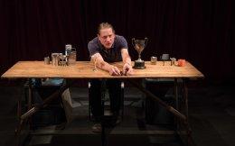 Οι Βρετανοί Forced Entertainment δίδαξαν «Ολόκληρο τον Σαίξπηρ σ' ένα τραπέζι».