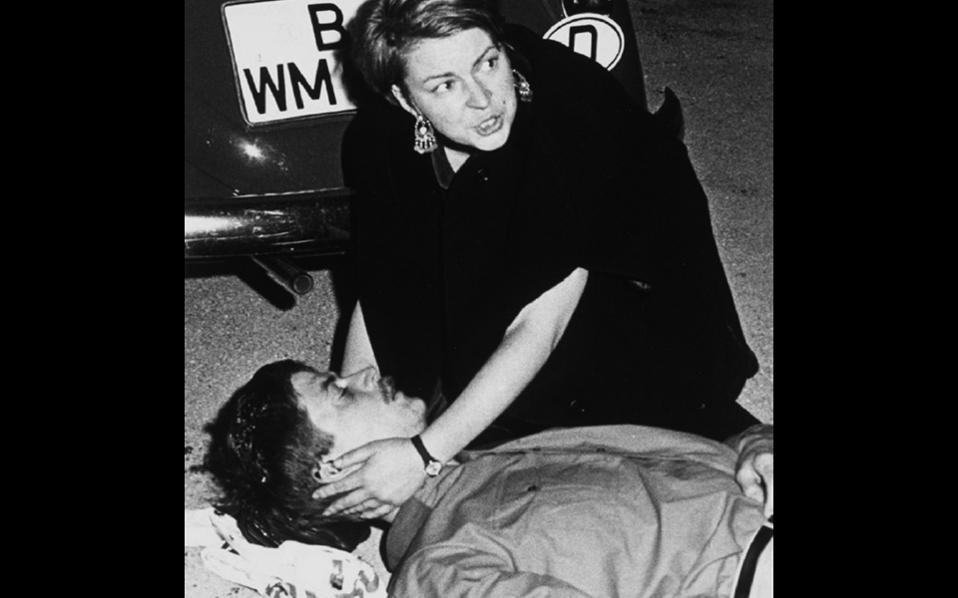 2 Ιουνίου 1967. Ο Μπένο Ονεζοργκ δολοφονείται στη διάρκεια διαδήλωσης κατά του σάχη της Περσίας στο Βερολίνο.