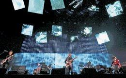 Σε ένα από τα μεγαλύτερα μουσικά φεστιβάλ στον κόσμο, στο Coachella της Καλιφόρνιας, οι Radiohead έχουν παρασύρει χιλιάδες κόσμου στον «βρώμικο» ήχο τους.