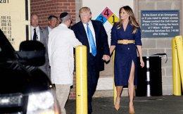 Συνοδευόμενος από τη σύζυγό του Μελάνια, ο πρόεδρος Τραμπ ανταλλάσσει χειραψία με τον δρα Αϊρα Ράμπιν, στο νοσοκομείο MedStar της Ουάσιγκτον, όπου νοσηλεύεται ο Ρεπουμπλικανός βουλευτής Στιβ Σκαλίς και οι υπόλοιποι τραυματίες από την προχθεσινή επίθεση ενόπλου, στη Βιρτζίνια.