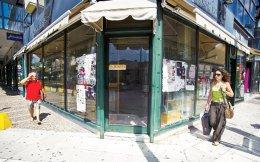 Το μέλλον των ακινήτων σε μη εμπορικά σημεία, τα οποία φιλοξενούσαν καταστήματα που έκλεισαν, θεωρείται αβέβαιο ακόμα και όταν η οικονομία ανακάμψει.