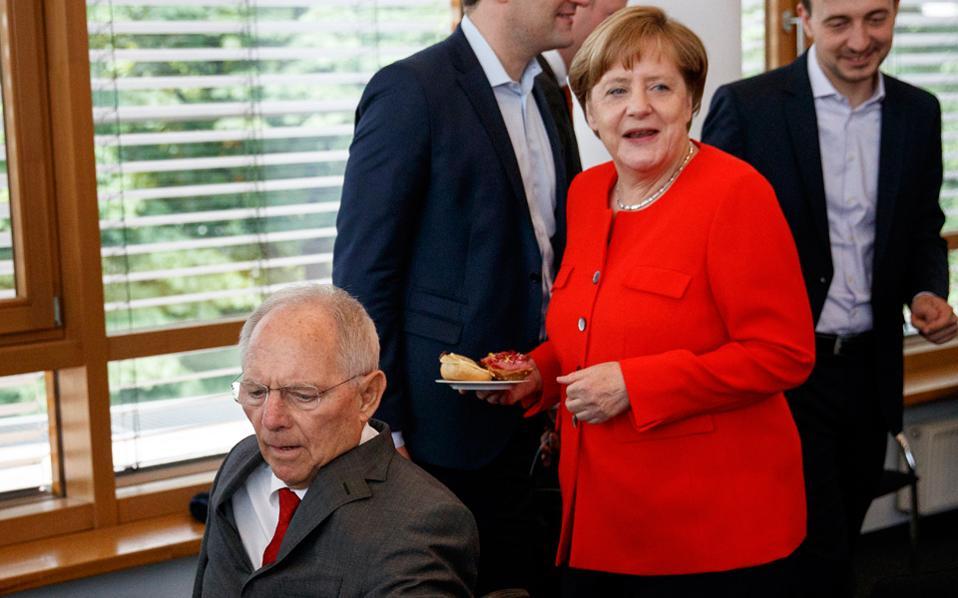 Η Γερμανίδα καγκελάριος Μέρκελ κατηγορείται από τον Μάρτιν Σουλτς ότι αποφεύγει την προεκλογική πολιτική αντιπαράθεση.