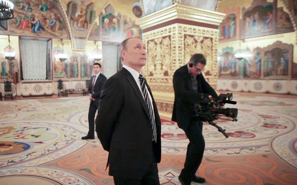 Στιγμιότυπο από το ντοκιμαντέρ του Ολιβερ Στόουν για τον Βλαντιμίρ Πούτιν.