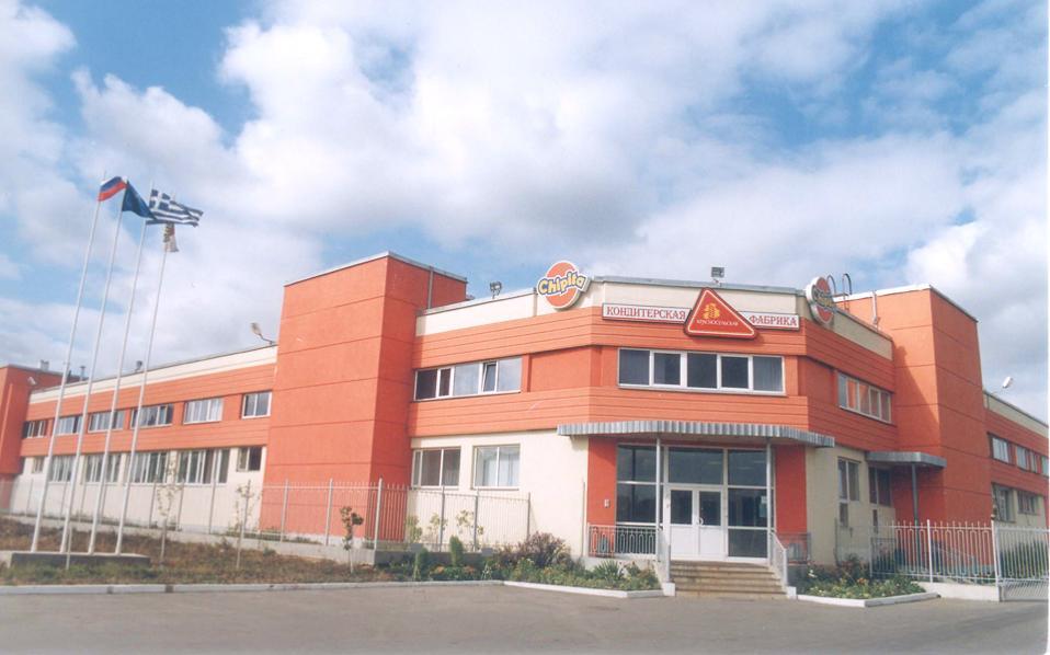 Στο εξωτερικό η Chipita διαθέτει 11 δικά της εργοστάσια σε Ελλάδα (4 μονάδες), Βουλγαρία (1 μονάδα), Ινδία (1 μονάδα), Πολωνία (1 μονάδα), Ρουμανία (2 μονάδες), Ρωσία (1 μονάδα) και Τουρκία (1 μονάδα), λειτουργώντας 38 γραμμές παραγωγής.