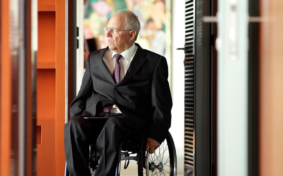 Ο Βόλφγκανγκ Σόιμπλε απευθύνεται στους εκπροσώπους των επιχειρήσεων που στηρίζουν το κόμμα του.