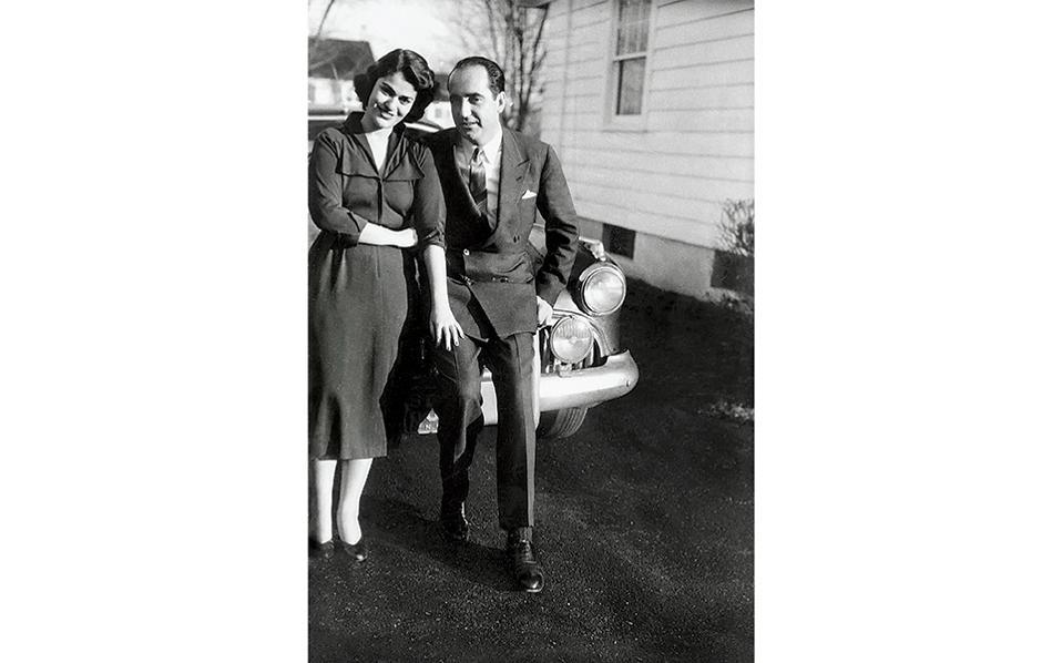 Ένας έρωτας που κράτησε μια ζωή: με τη μετέπειτα σύζυγό του Μαρίκα, αρραβωνιασμένοι, σε ταξίδι τους στις ΗΠΑ το 1952, έναν χρόνο πριν από τον γάμο τους.
