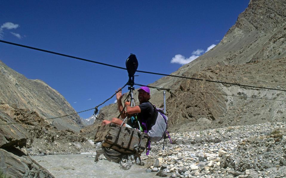 Ο Βασίλης Κουτσαύτης, σε ανάβαση στο Κ2, το δεύτερο σε επικινδυνότητα βουνό του κόσμου.