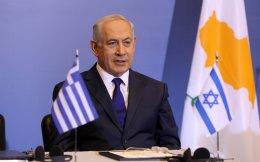 """«Υπάρχει ήδη μία συνεργασία ανάμεσα στην Ελλάδα και στο Ισραήλ πολύ φυσική, που αντανακλάται σε κάτι που επηρεάζει τις ζωές των ανθρώπων», τονίζει ο Ισραηλινός πρωθυπουργός. «Ελληνες πιλότοι ήρθαν πρόσφατα και στην ουσία έσωσαν ένα μέρος της Χάιφας, της δικής μας """"παραθαλάσσιας Θεσσαλονίκης""""»."""
