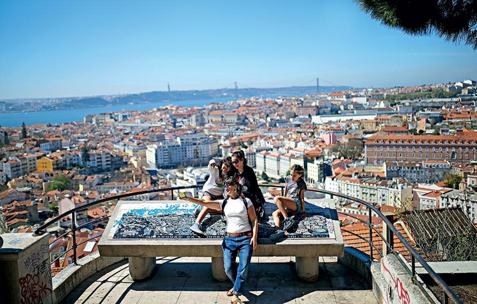 Πορτογαλία dating δωρεάν Ζόι 101 Λόγκαν και Κουίν αρχίστε να βγαίνετε