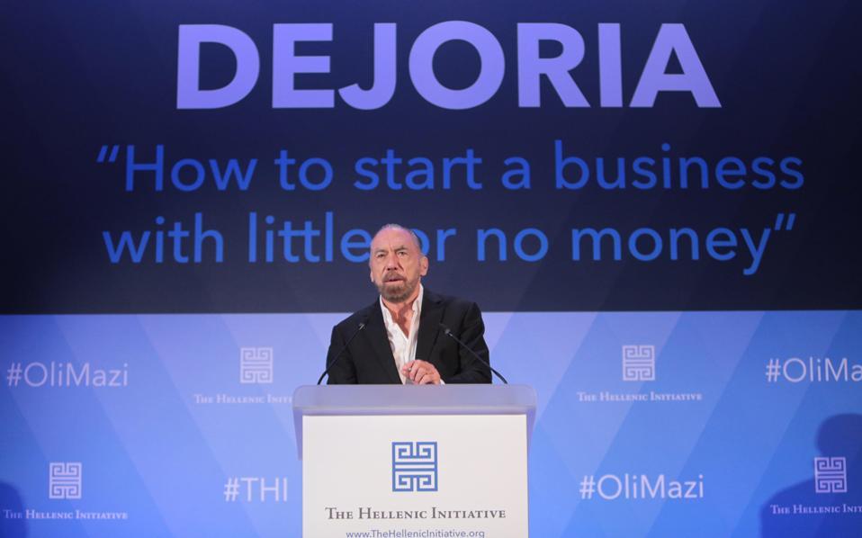 Σήμερα, στα 73 του έτη, ο Τζον Πολ Ντετζόρια βρίσκεται στη λίστα του περιοδικού Forbes με τους πλουσιότερους ανθρώπους στις ΗΠΑ. Η περιουσία του υπολογίζεται σε δισεκατομμύρια δολάρια. (Φωτογραφία: Θεόδωρος Αναγνωστόπουλος)