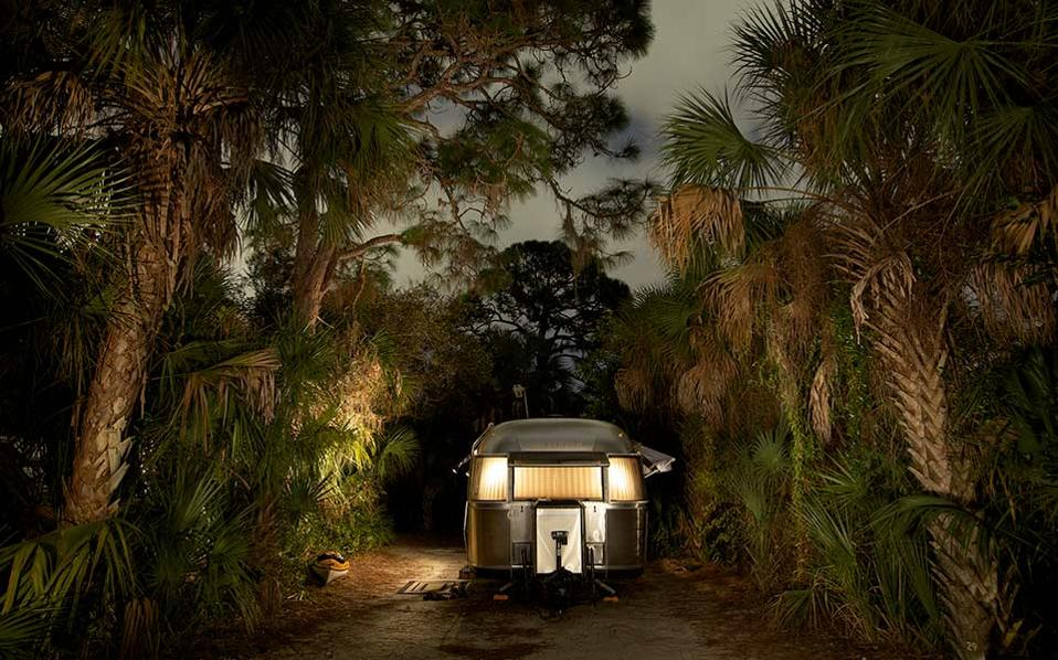 Frank Day, «Airstream with Kayak»