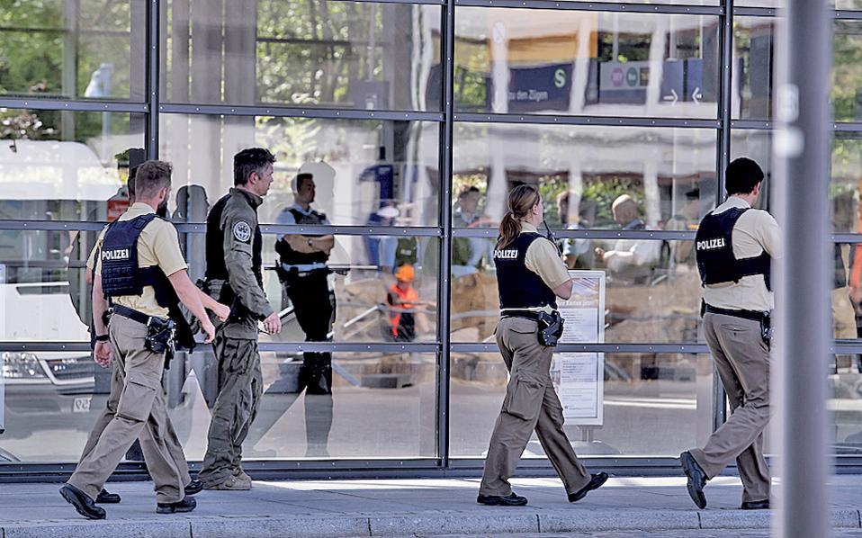 Ενισχυμένα μέτρα ασφαλείας επιβλήθηκαν χθες σε όλους τους σταθμούς του δικτύου μετρό στο Μόναχο.