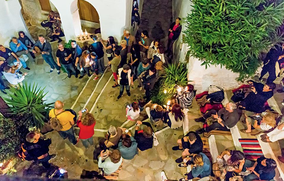 Στη γιορτή της λούζας  του Tinos Food Paths  στο χωριό Τριπόταμος. (Φωτογραφία: ΔΗΜΗΤΡΗΣ ΒΛΑΪΚΟΣ)