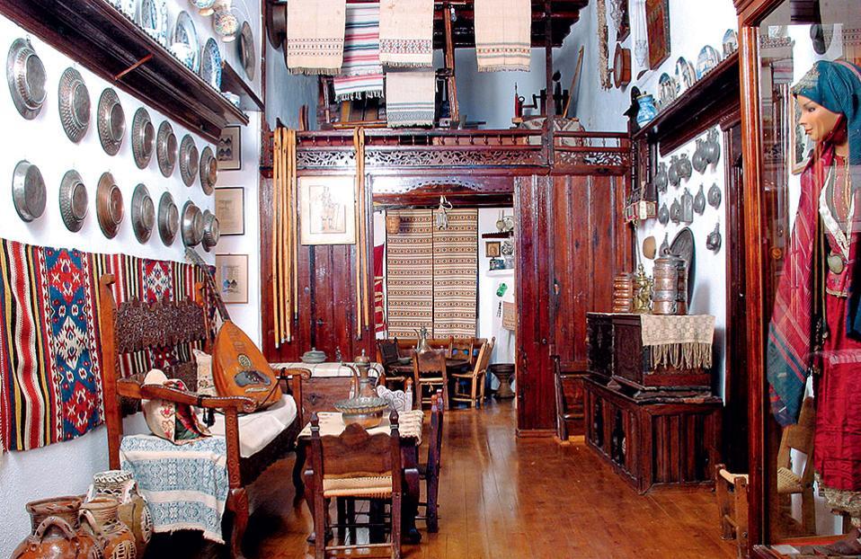 Το Μουσείο Φαλτάιτς διαθέτει πλούσιες συλλογές παραδοσιακών αντικειμένων. (Φωτογραφία: Aρχείο Μουσείου Μ. & Α. Φαλτάϊτσ)