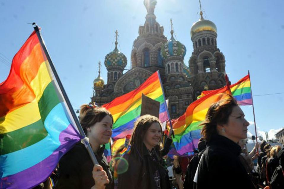 o-russia-gay-tourists-facebook-750x400-thumb-large--2