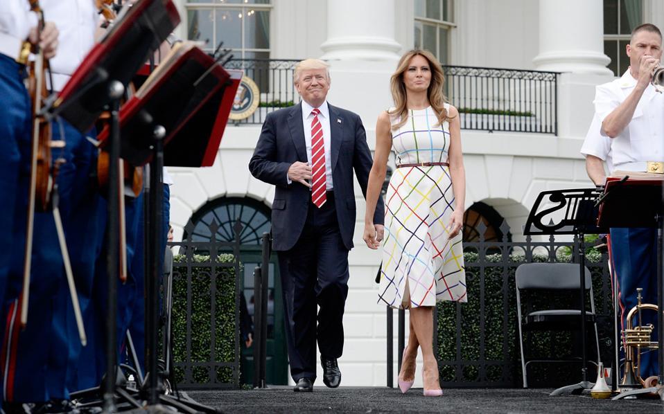 Ο πρόεδρος Τραμπ και η Πρώτη Κυρία, Μελάνια, την Πέμπτη στον Λευκό Οίκο.