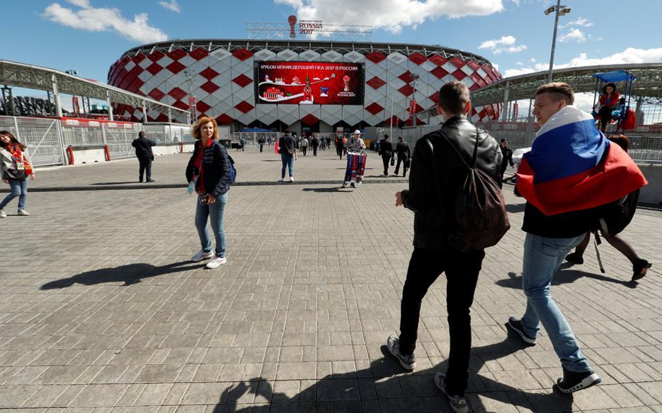 H Ρωσία, που φιλοξενεί το Κύπελλο Συνομοσπονδιών και σε ένα χρόνο το Μουντιάλ, βρίσκεται πολύ κοντά στη FIFA...