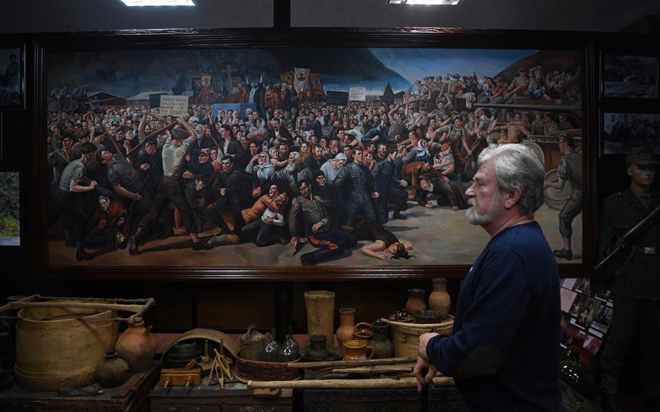 Ο Βλαντιμίρ Μέλιχοφ στο μουσείο του, στο Ποντόλσκ της Ρωσίας.