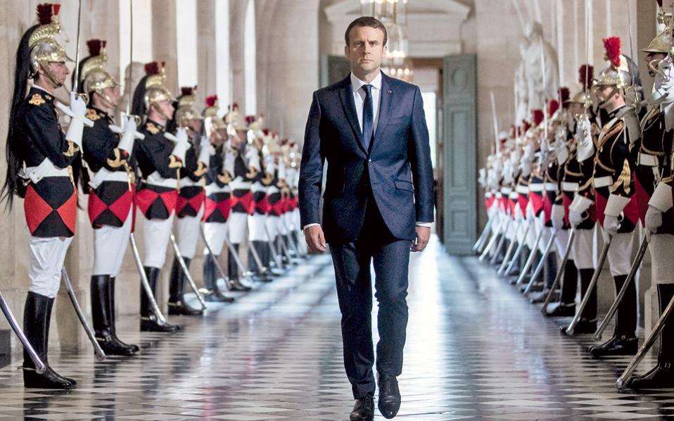 Ο Γάλλος πρόεδρος προσέρχεται στην κοινή συνεδρίαση Βουλής και Γερουσίας a56ba93dec5