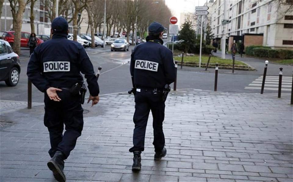 Αποτέλεσμα εικόνας για Όχημα χτύπησε Γάλλους στρατιώτες στο Παρίσι