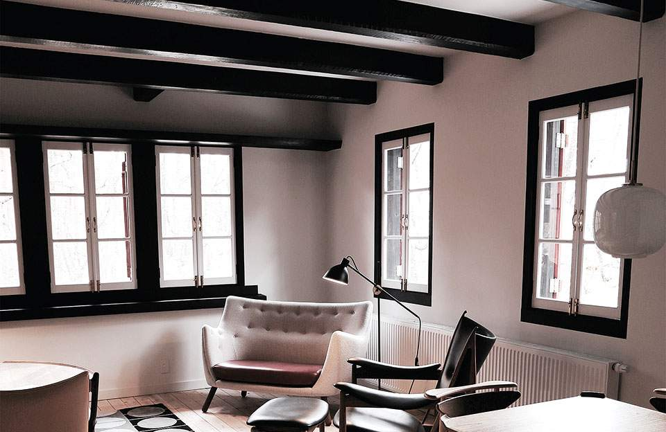 2poet-sofa-chieftain-chair-hotel-hakuba-japan-fabric-light-leather-black-copy