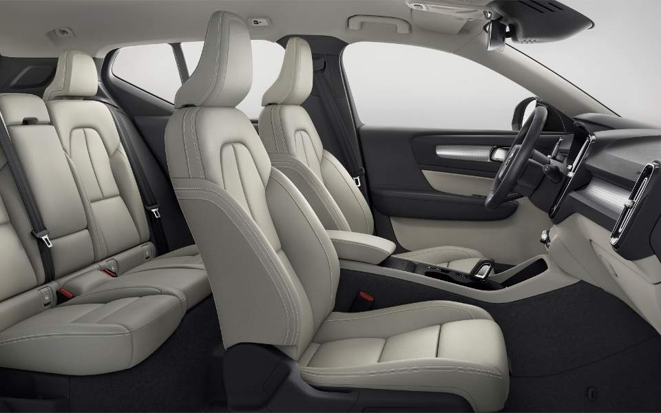 new-volvo-xc40_interior_2