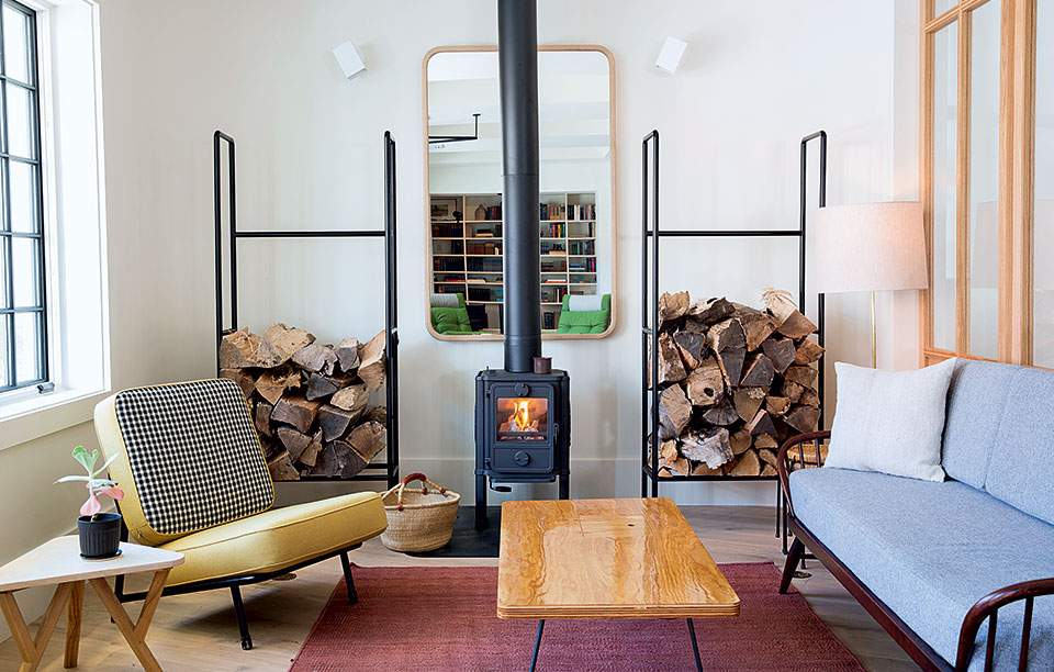 rivertown-lodge-lobby-w--fireplace
