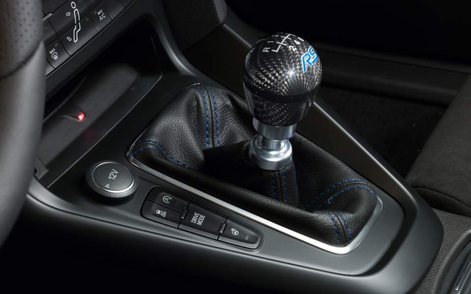ford-performance-parts-focus-rs-gear-knob